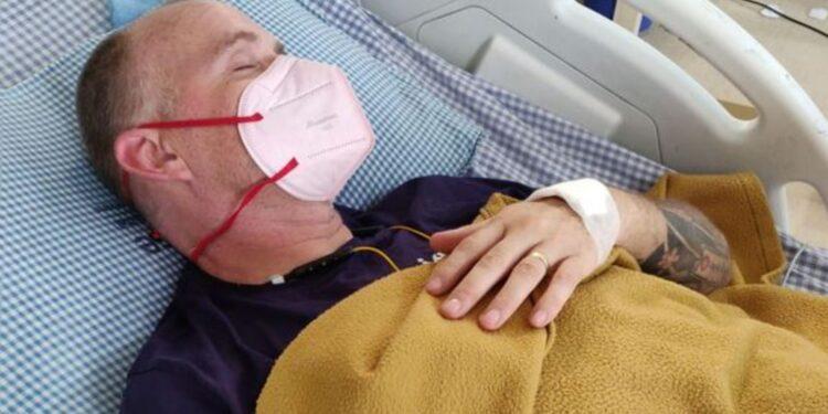 Paciente con covid-19 es atacado por una cobra y queda ciego e inmóvil