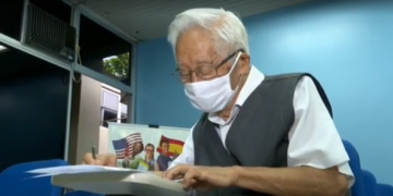 El abuelito de 82 años ya cuenta con la carrera de farmacéutica y derecho