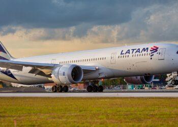 La aerolínea se manifestó contra todo acto de discriminación y violencia