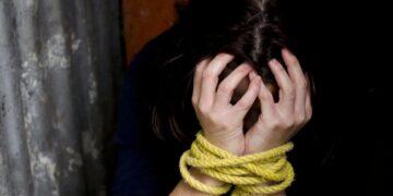La adolescente vivía encerrada con su bebé de 7 meses en condiciones deplorables