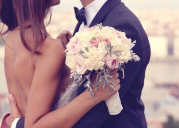 Pareja celebra boda en plena pandemia y se contagian un tercio de sus invitados