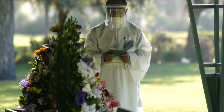 Una familia asistió a un funeral, donde se contagiaron de Covid-19