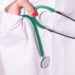 Doctora muere de covid-19 horas después que su esposo