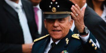"""En conversaciones, se asegura que Salvador Cienfuegos sería el """"segundo presidente"""""""
