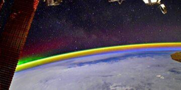 El astrónomo ruso, quien es aficionado a la fotografía, compartió la imagen de una arcoíris cósmico