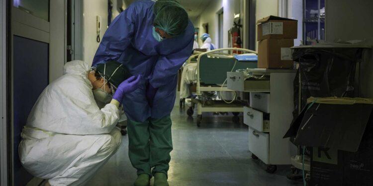 A pesar de que le pidieron que se quedara en casa por la pandemia, la enfermera decidió atender a sus pacientes