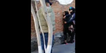 En un video se aprecia que el afectado le reclama al ladrón por intentar asaltarlo