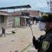 Policía rescata a una mujer que era golpeada por su esposo