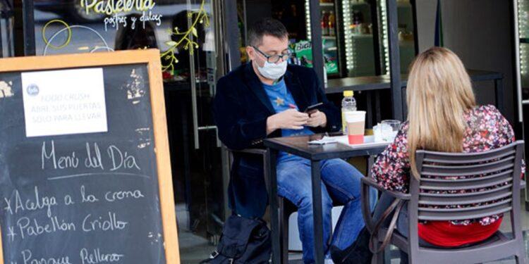 Claudia Sheinbaum advirtió que restauranteros que incumplan las normas sanitarias serán sancionados