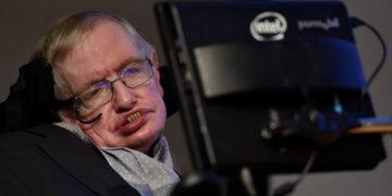 Stephen Hawking predijo virus mortal hace 20 años
