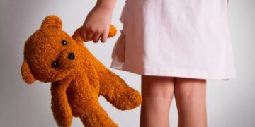 Surge en Francia el nuevo #MeToo contra el incesto
