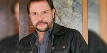 El actor Héctor Parra trabaja como repartidor de tamales