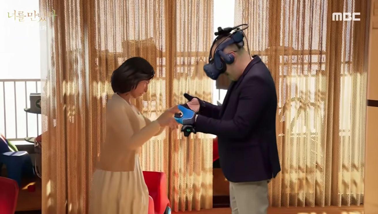 un_hombre_se_reune_con_su_esposa_fallecida_a_traves_de_realidad_virtual